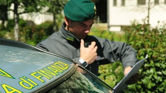 Torino, rubavano il gasolio trasportato per rivenderlo in nero: 121 denunciati