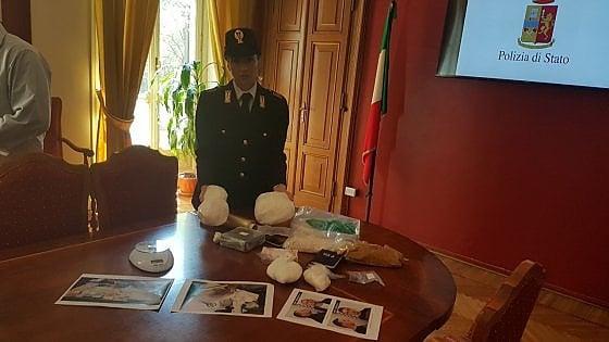 Torino La Polizia Sequestra Cocaina Per Un Milione Di Of ...