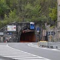 Frode sulle forniture stradali: la Francia chiude il Tenda per tre giorni