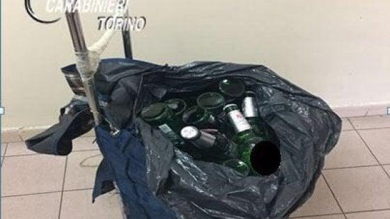 Murazzi, carabinieri accerchiati durante un controllo a venditori abusivi di alcolici