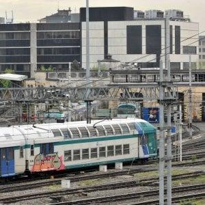 Travolto e ucciso all'alba da un treno pendolari sulla linea Torino-Milano