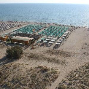Pensionato torinese muore in mare in versilia - Bagno genova viareggio ...