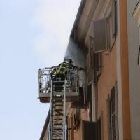 Torino, incendio in un alloggio del centro: 18 intossicati, gatta si salva