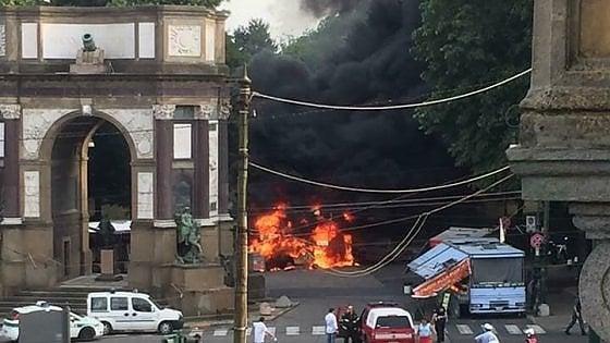 Torino, brucia furgone 'paninaro'
