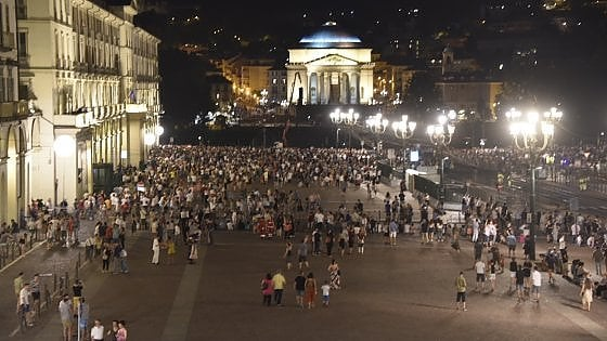 Torino, la festa di San Giovanni è un flop: poca gente nella piazza Vittorio blindata