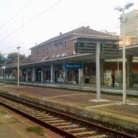 Uomo ferito tra i binari, un giallo in stazione a Moncalieri