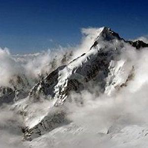 Due alpinisti precipitano sul monte Bianco, muore il capo del soccorso alpino di Como