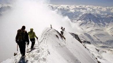 Due alpinisti precipitano nel massiccio  del Bianco, muore una guida alpina di Como
