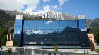 Val d'Aosta, 140 milioni pubblici divorati  dal Casinò: 22 indagati, coinvolto Rollandin