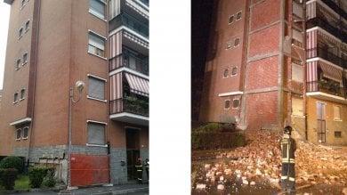 Borgaro, nuovo grave crollo nel palazzo pericolante: restano fuori 14 famiglie