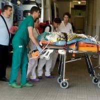 Torino, donna si dà fuoco all'Inps: è grave.