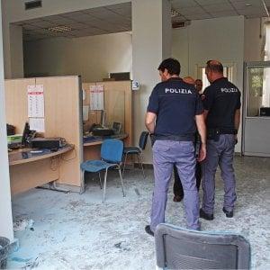Torino, condizioni critiche per la donna che si è data fuoco allo sportello dell'Inps