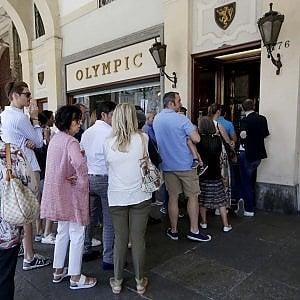 Torino, il primo giorno di saldi soddisfa i commercianti ...
