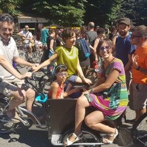 """In migliaia invadono le vie di Torino in bici: """"Più diritti per chi pedala"""""""