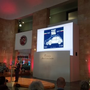 Fiat 500, per i sessant'anni un francobollo e l'ingresso al Moma di New York