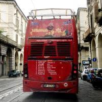 Torino, il bus rosso per i turisti è ormai un rottame