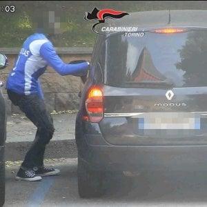 """Sgominata la gang di spacciatori che aveva """"sequestrato"""" un giardino pubblico di Torino"""