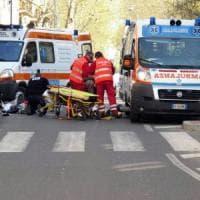 Torino, anziana travolta da un'auto mentre attraversa la strada