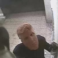 Torino: all'assalto dei bancomat con le maschere di Trump, in manette due