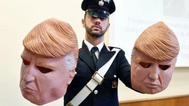 All'assalto dei bancomat con le maschere  di Trump,    in manette due fratelli /   Video