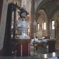 """Siccità, nel Cuneese in ginocchio si prega davanti alla statua di San Chiaffredo: """"Dona..."""