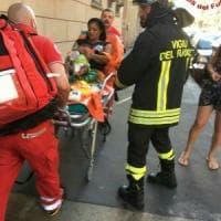 Incendio in Borgo Vittoria, una decina di persone evacuate e alcune intossicate