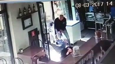 """Libero lo """"stalker con la pistola"""". L'ex moglie: """"Ha il divieto di avvicinarsi ma ho paura"""""""
