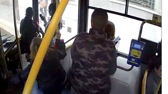 Si masturba sul bus: l'uomo è sospettato di un altro episodio