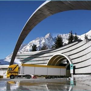 Traffico delle vacanze, due ore di attesa al traforo del Monte Bianco