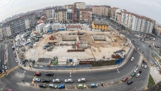 Torino, la giunta Appendino privatizza 5mila posteggi per costruire il park del metrò