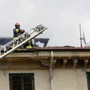 Torino: danno fuoco al vano ascensore, notte di paura in un palazzo in borgata Parella