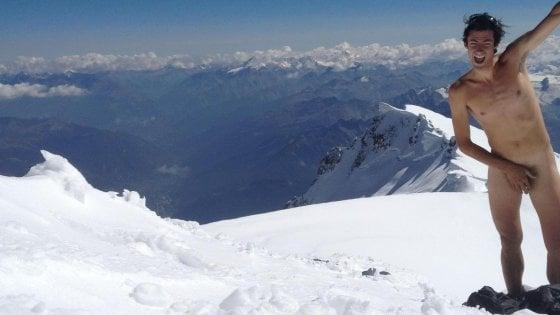 Campione di ultratrail nudo su Monte Bianco per protesta