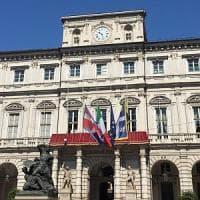 Torino, bandiere a mezz'asta e Mole oscurata per le vittime di Barcellona