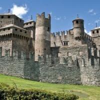 Aosta, cadavere bruciato sulla via Francigena vicino al castello medievale
