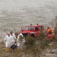 Castagneto Po, donna morta sulle rive del fiume: unico indizio un ciondolo