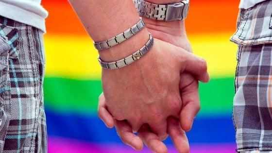"""""""Riconosciamo le coppie gay e i loro diritti"""": dai valdesi il documento che apre alle unioni omosessuali"""
