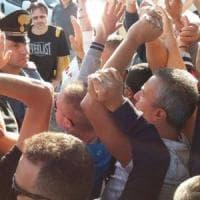Volpiano, tafferugli alla Comital tra carabinieri e lavoratori in sciopero: