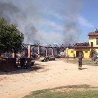 Orbassano, fiamme accanto all'agriturismo Cascina Gorgia: distrutto un fienile,
