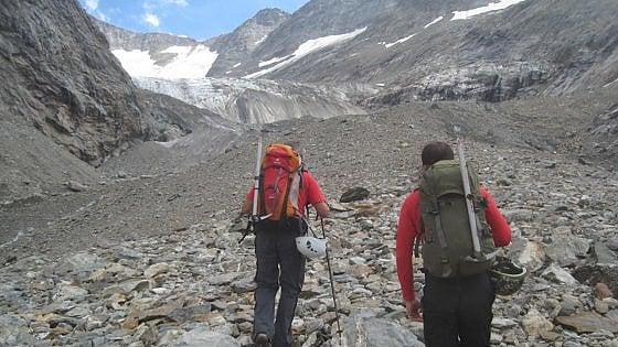 Monte Bianco, la ritirata del ghiacciaio del Miage restituisce i corpi di tre alpinisti morti negli anni Novanta