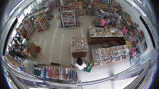 Telecamera Nascosta In Oggetti : Torino clienti e dipendenti spiati da telecamere nascoste