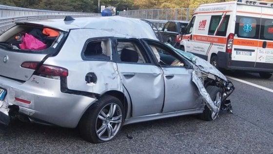 Tragedia sulla A6 ad Altare: muore giovane mamma, due i feriti
