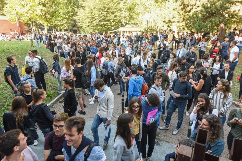 Torino, la carica dei 3 mila per entrare a Medicina