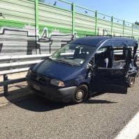 Rivoli: tir travolge furgone fermo in corsia di emergenza, due feriti
