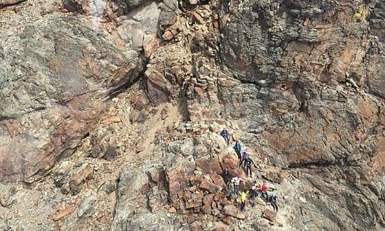 Scala il Monviso col figlio di 8 anni e precipita da una parete a quota 3750 metri: lui muore, ferito il bambino