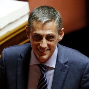 Torino: arrestati gli aggressori del senatore grillino Airola, traditi da una telecamera