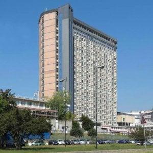 Torino: si dà fuoco nell'auto, poi ci ripensa, ora è grave all'ospedale