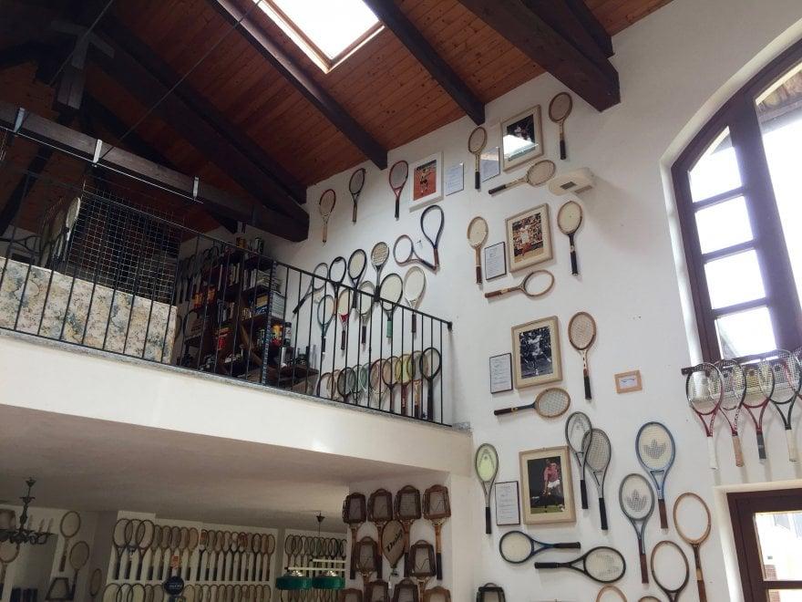 Torino, da Rod Laver a Nadal: mille racchette dei big del tennis in un museo