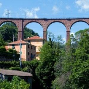 Alessandria, si uccide gettandosi dal ponte della ferrovia