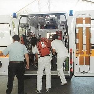 Aosta, un' auto si cappotta: ferito il vescovo Losignana. Non è grave
