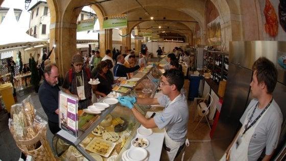 Cheese ha vent'anni e sogna in grande: oggi su Repubblica Torino 8 pagine sulla kermesse del formaggio a Bra
